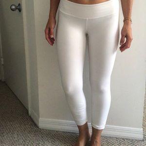 BEYOND YOGA white cropped leggings 🧘🏼♀️